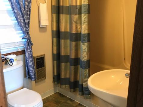 Suite C - bathroom